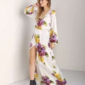 Show me your Mumu Jocelyn Maxi in floating Floral
